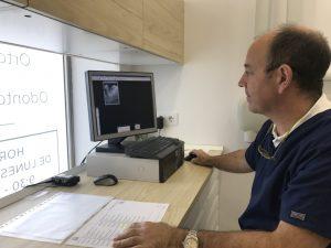 Dr Esteve prevenir dentista Sevilla
